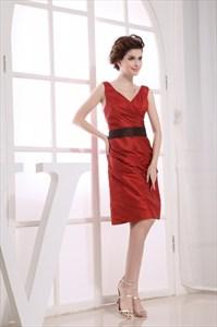 V-Neck Knee Length Bridesmaid Dresses, Short Pleated Homecoming Dress