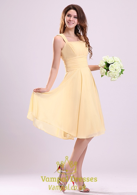 Yellow floral print halter gowns, strapless yellow party dresses and yellow cocktail dresses will draw all eyes to you at your prom. So whether you prefer a bright sunshine yellow dress with sequins or a soft lacy pineapple yellow dress with ruffles or tulle, Millybridal UK has a style that's just right for you!