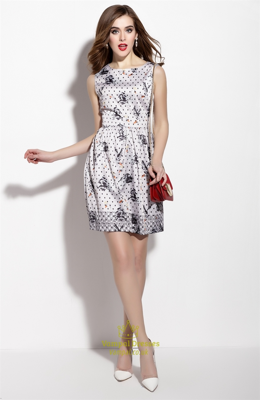 The fit & flare dress is a classic figure-flattering shape for every season. When it comes to a playful look, it's our go-to style. Whether you're on your way to brunch with an embroidered tote or heading out at night with a unique clutch, a cinched-waist midi dress is a versatile staple that looks.
