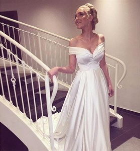 Simple Ivory Sweetheart Off The Shoulder Short Sleeve Wedding Dress