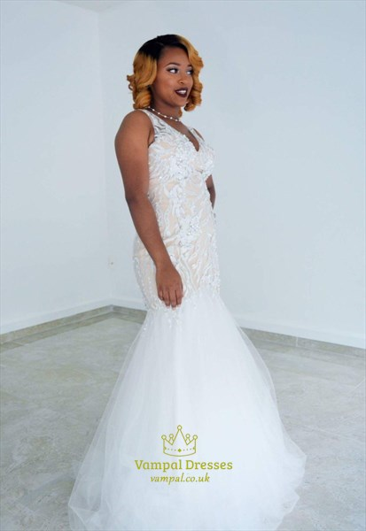 White Lace-Applique V-Neck Sleeveless Tulle Mermaid Formal Gown