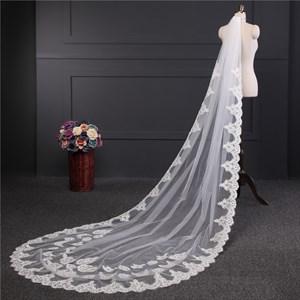 One-Tier Lace Applique Edge Chapel Wedding Veils With Lace