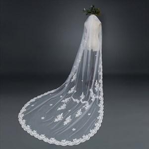 One-Tier Lace Applique Chapel Bridal Veil With Lace Applique Edge