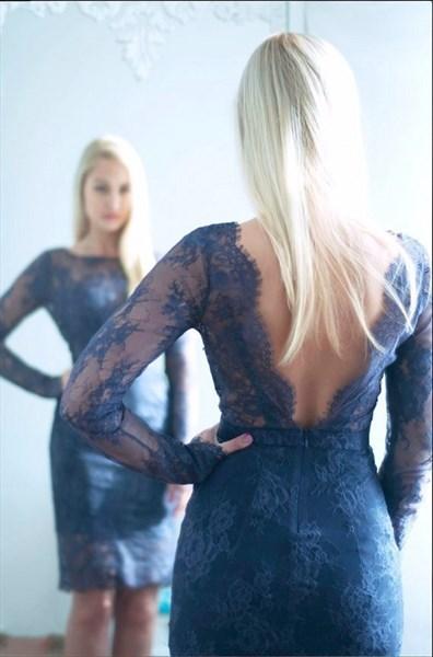 Elegant Dark Navy V-Back Lace Bodice Long Sleeves Cocktail Dresses
