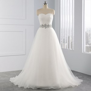 Elegant Sleeveless Lace Up Crystal Princess Wedding Dresses With Train