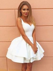 Lovely White Sleeveless V-Neck Knee Length A-Line Homecoming Dress