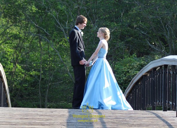 Sky Blue Elegant A-Line Halter Sleeveless Satin Ball Gown Prom Dress