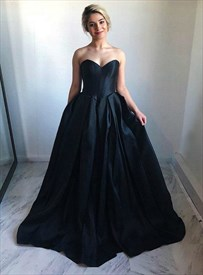 Black A-Line Strapless Sweetheart Satin Prom Dresses With Sweep Train