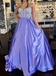 Lilac A-Line Sweetheart Evening Dress With Beaded Lace-Applique Bodice