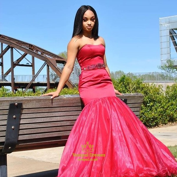 Stunning Red Trumpet/Mermaid Strapless Organza Prom Dress With Beading