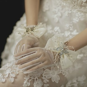 Pearls Embellished Gloves With Bowknot