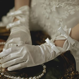 Satin Keyhole Gloves With Bowknot