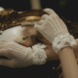 Short Lace Gloves With Flowers Embellished