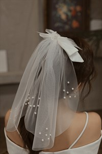 Flower Girl Short Veil With Pearls And Bowknot
